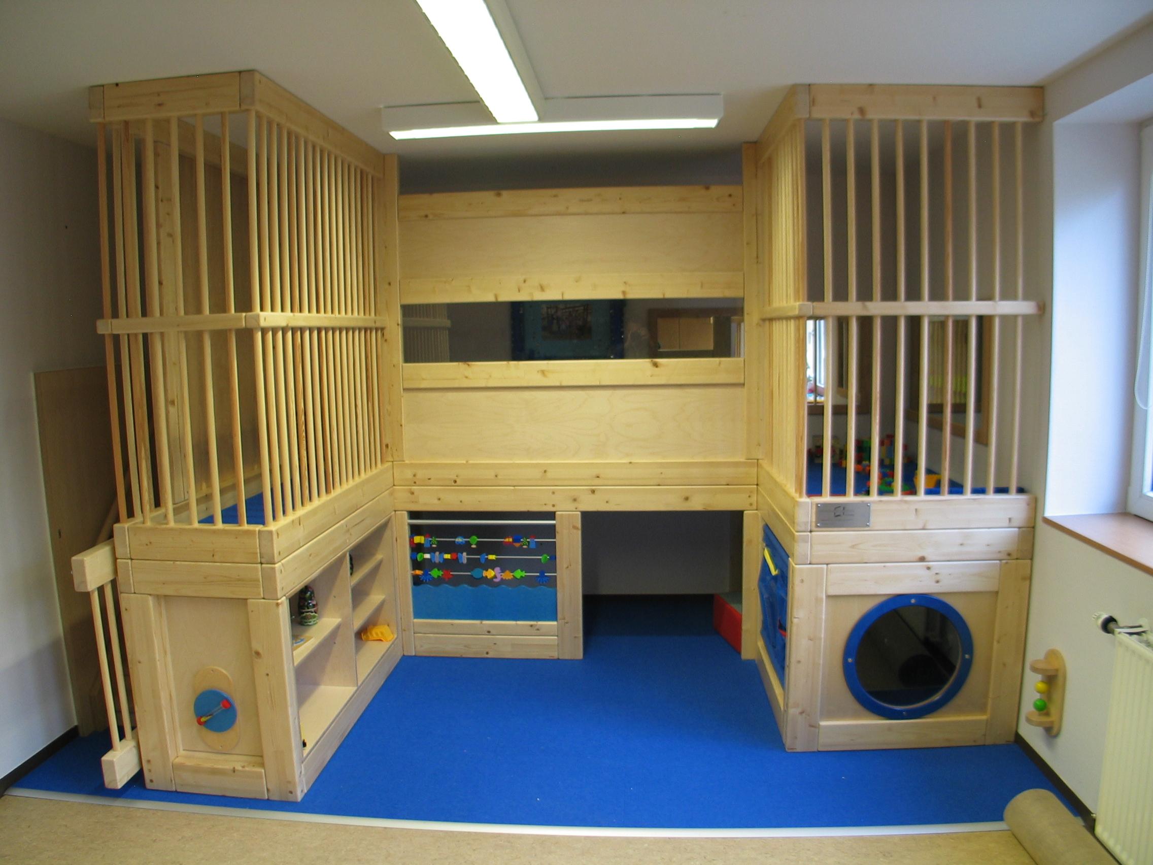 Kindermöbel und Spielgeräte